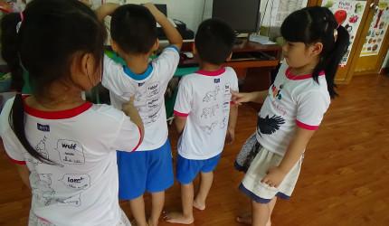Gặp thầy giáo sáng tạo ' áo kiến thức '